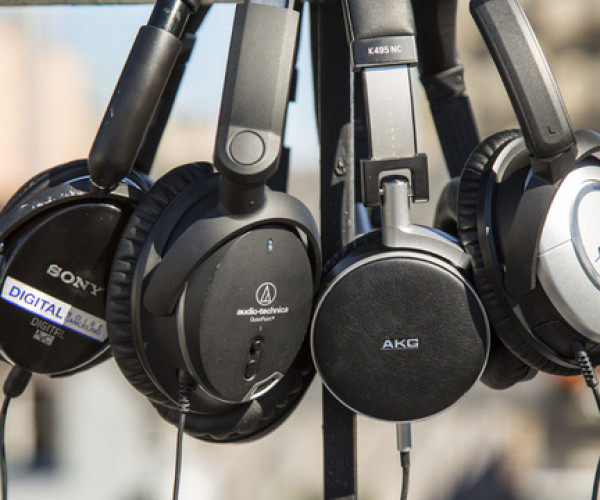 Noise Cancelling Headphones: The Perfect Accessories For Parents