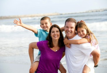 Happy_Family_on_Beach_7_H